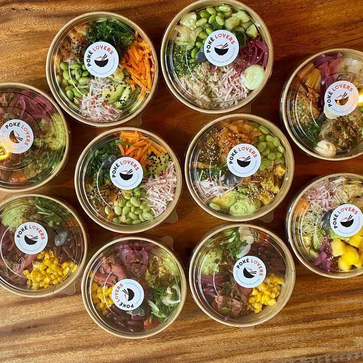 Onze lunch van vandaag: The Big Box van @pokelovers.nl. Dat wordt een blijvertje! 🥰😋 #pokebowls #delivery