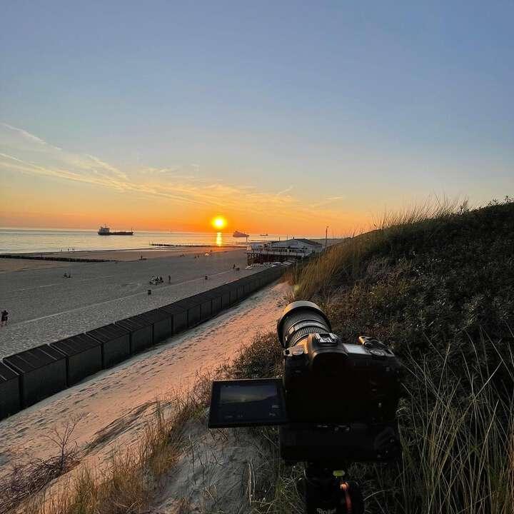 Wat een mooie sunset gisteren! Die kunnen we mooi gebruiken voor een timelapse van @strandpaviljoendestrandzot #timelapse ☀️😃 🏖