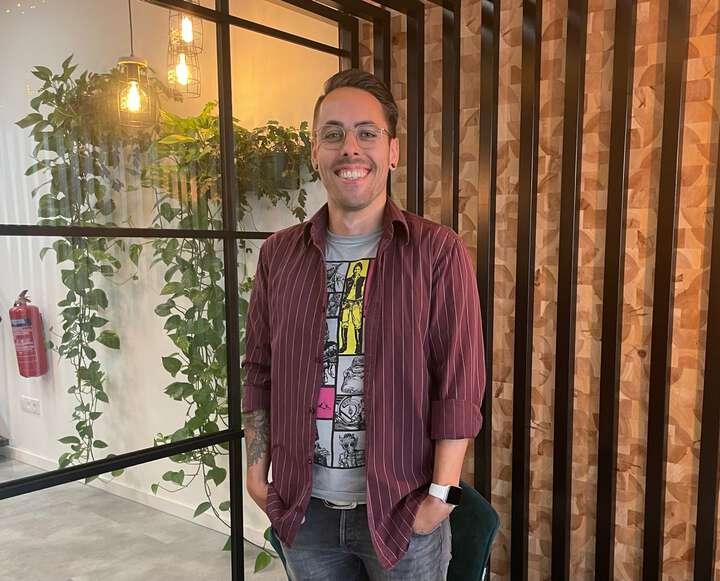 Nieuwe collega! Vandaag is @justinpicard gestart als digital designer bij Elloro. Met meer dan 10 jaar ervaring met digital design, online strategie en frontend ontwikkeling is Justin een mooie aanvulling binnen ons team. Justin, van harte welkom en veel succes! 😁👍 #digitaldesign #vacature #elloro #Zeeland #frontend