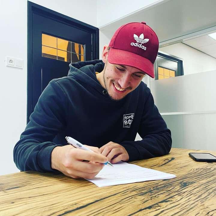 Hoppa, in the pocket. Een contract voor onbepaalde tijd voor onze creatieveling Kenneth. Gefeliciteerd! 🤩🥳🍾 #contract #agency #Zeeland #mooiwerk